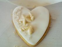 Biscotto decorato con pasta di zucchero cuore conchigie golosissime