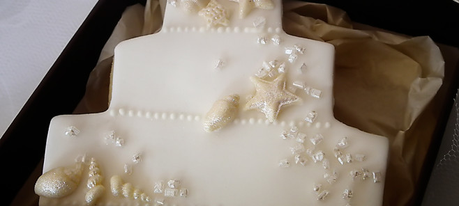 biscotti decorati con pasta di zucchero con conchiglie