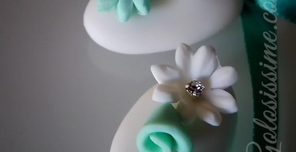 Confetti decorati cristalli - Decorazione a base di pasta di zucchero impreziosita con veri e scintillanti cristalli.