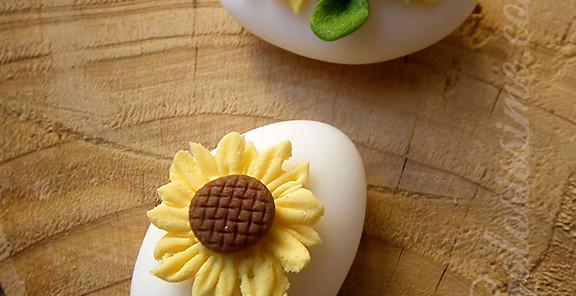 Confetti decorati girasoli - Decorazione a base di pasta di zucchero raffigurante dei bellissimi girasoli per illuminare la tua festa in modo speciale.
